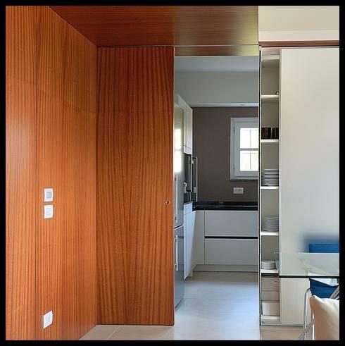 Interno casa C (2013): Cucina in stile in stile Moderno di sergio fumagalli architetto