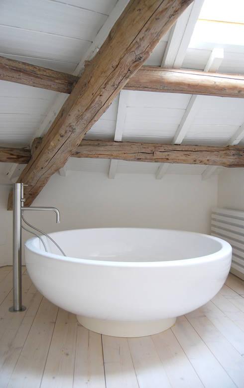 Salle de bain de style  par Bertolone+Plazzogna Architetti