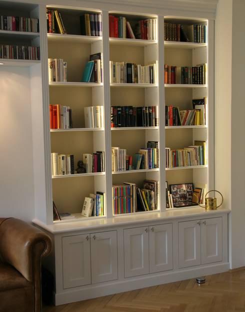 klassische Bibliothek:  Wohnzimmer von Bernhard Preis - Interior Design aus der Region Tegernsee