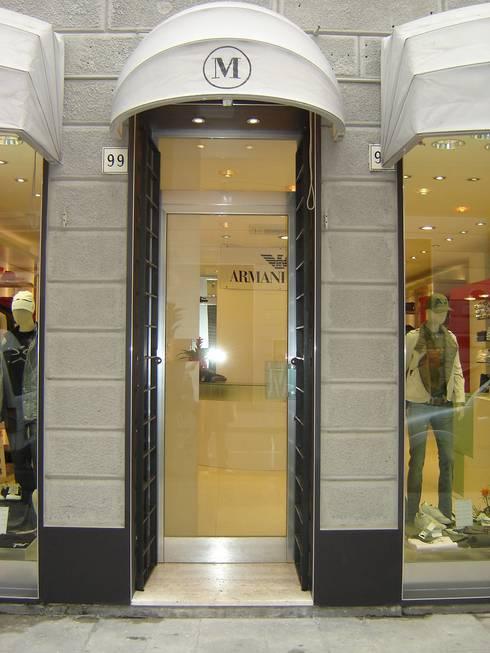 <q class='-first'>Miura</q> Armani Dealer: Negozi & Locali commerciali in stile  di LB Design e Allestimenti