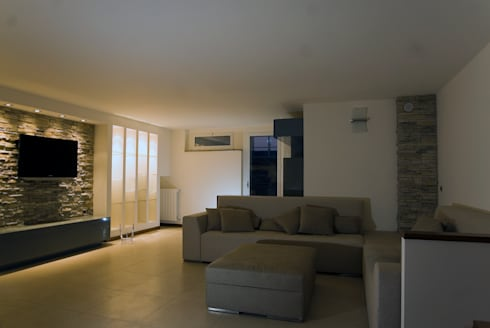 Residenza privata : Soggiorno in stile in stile Moderno di LB Design e Allestimenti