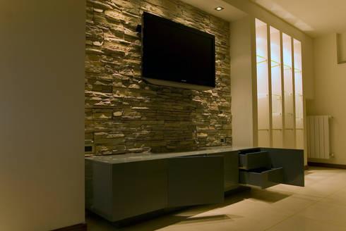 Cube: Soggiorno in stile in stile Moderno di LB Design e Allestimenti
