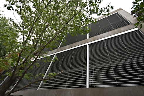 Celosias con lamas de aluminio: Ventanas de estilo  por moarqs