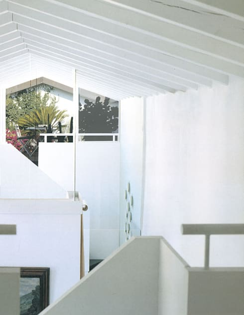 Super Attico: Ingresso & Corridoio in stile  di Studio Barbi Ranzetti