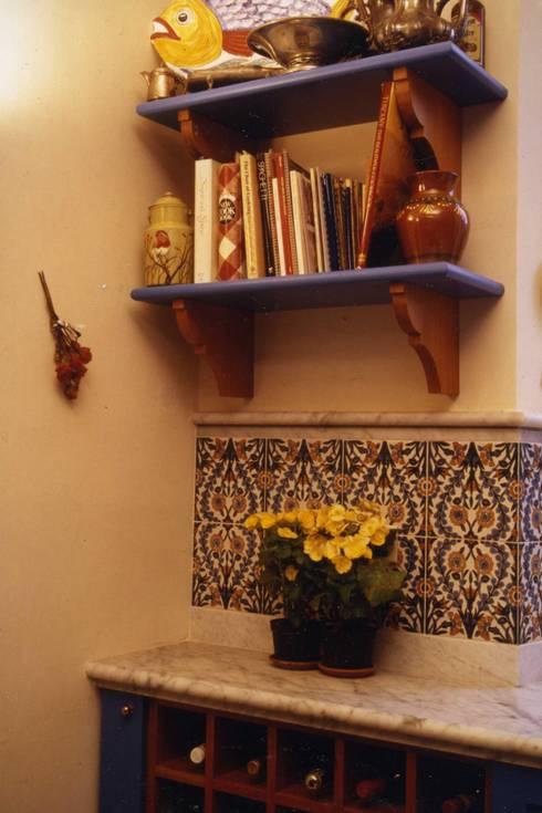 CASTELLETTO: Cucina in stile in stile Rustico di Studio Messori