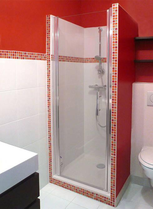 Coin douche : Salle de bains de style  par Delphine Gaillard Decoration