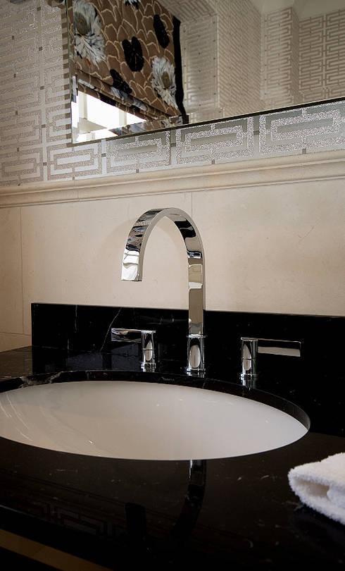 Luxury Bathroom: country Bathroom by Elizabeth Bee Interior Design