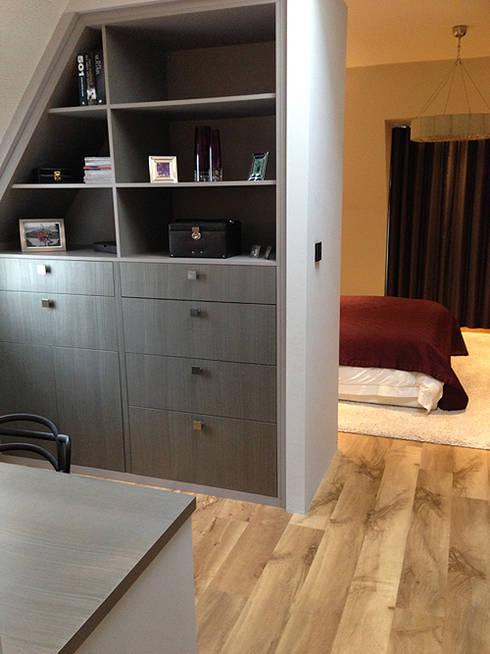 Modern Stylish Bedroom Extension:   by Elizabeth Bee Interior Design