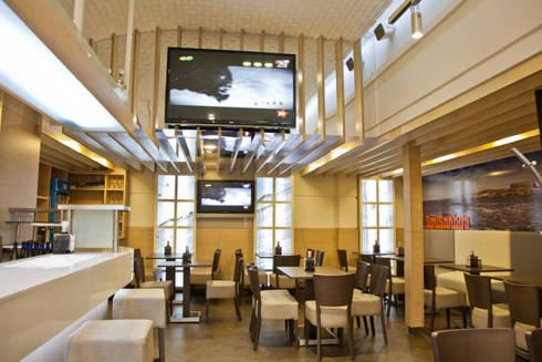 techo reflectante:  de estilo  de  Oscar Santomé Diseño