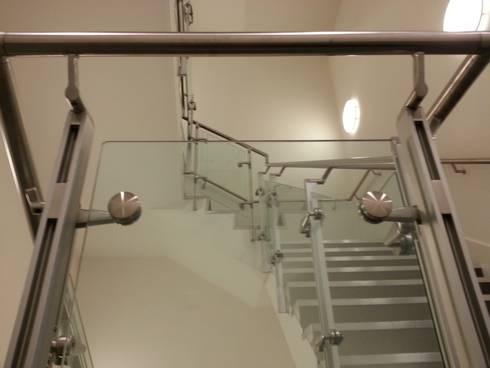 Coronation St, ITV Studios: modern Corridor, hallway & stairs by S&P Structures Ltd.