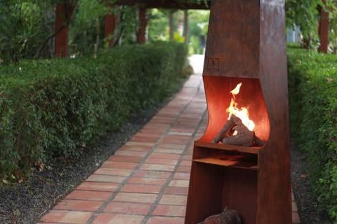 chimeneas acero : Jardín de estilo  de CLASS MANUFACTURING SA