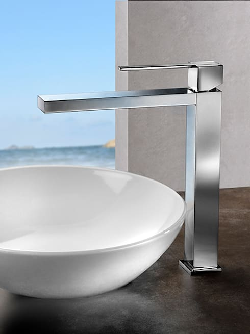 Kuatro NK: Baños de estilo minimalista de Ramon Soler
