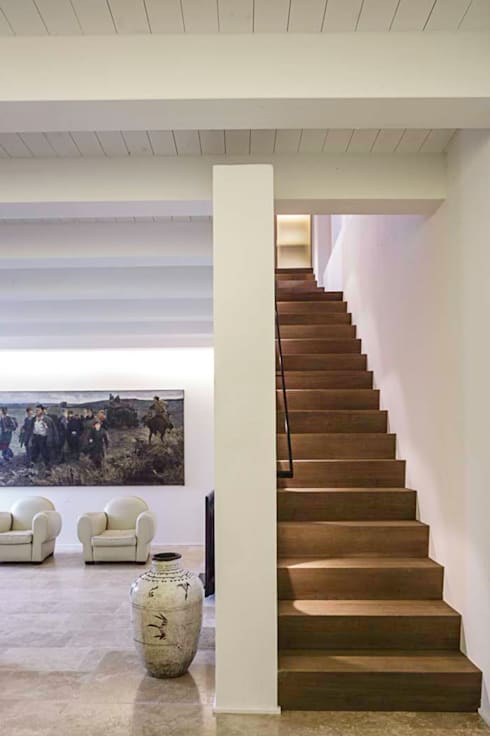 casa A2: Ingresso & Corridoio in stile  di vps architetti