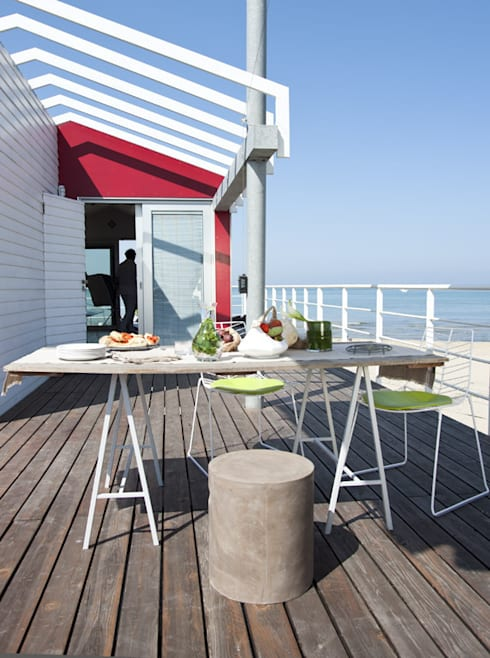 A room over the sea - Trabocco: Terrazza in stile  di Studio Zero85