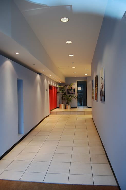 Luxury flats, Central London, Entrance Hall:  Corridor & hallway by Ecologgia Architects