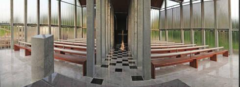 Revival Sunset Chapel: Musei in stile  di FATmaison
