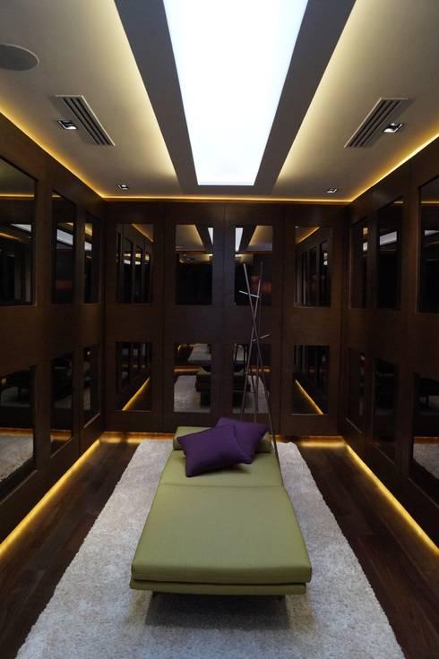 Projekty,  Garderoba zaprojektowane przez Metrik Studio