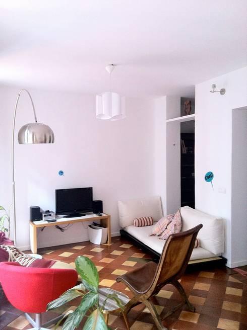 loft en Madrid: Salones de estilo ecléctico de Alacet