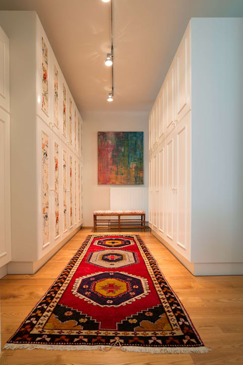 eclectic Dressing room by Elke Altenberger Interior Design & Consulting