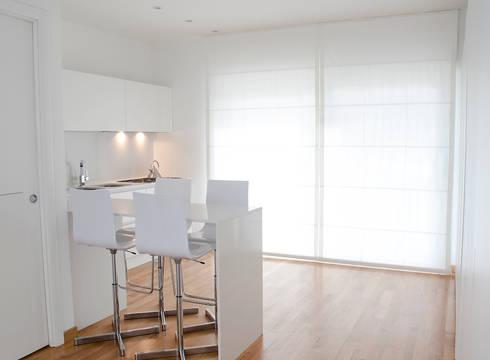 VILLA (BENEVENTO): Cucina in stile in stile Moderno di Studio Guerra Sas