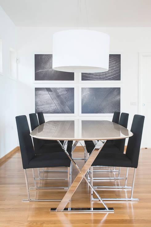 VILLA (BENEVENTO): Sala da pranzo in stile in stile Moderno di Studio Guerra Sas
