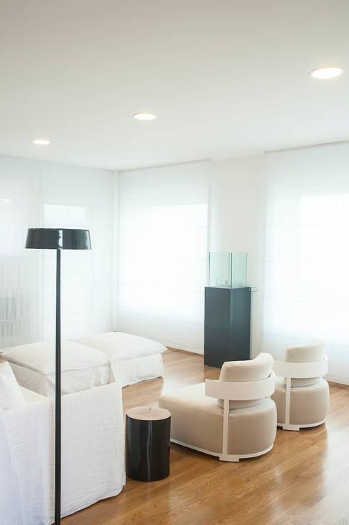 VILLA (BENEVENTO): Soggiorno in stile in stile Moderno di Studio Guerra Sas