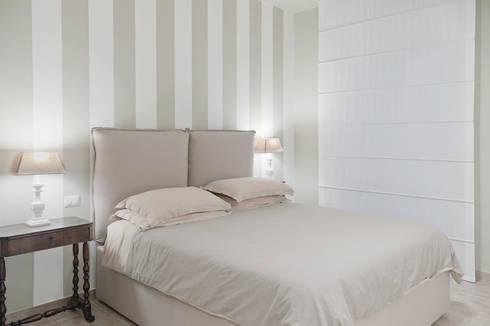 APPARTAMENTO (BENEVENTO): Camera da letto in stile in stile Eclettico di Studio Guerra Sas