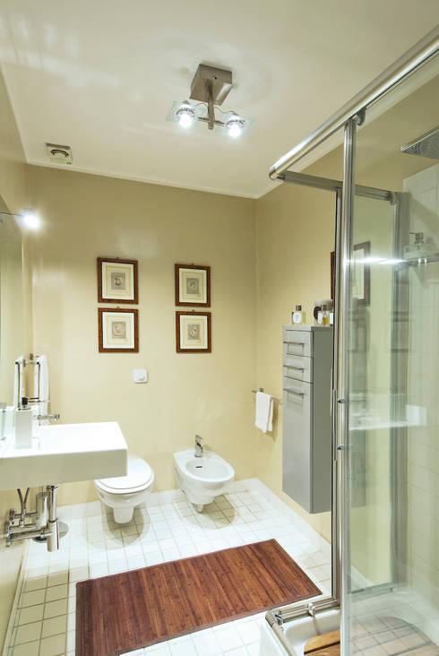 APPARTAMENTO (ROMA – PRATI): Bagno in stile in stile classico di Studio Guerra Sas