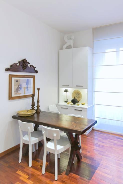 APPARTAMENTO (ROMA - PRATI): Sala da pranzo in stile in stile Classico di Studio Guerra Sas