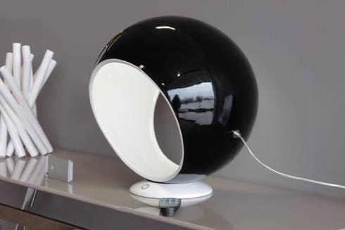 Led Sphere: Soggiorno in stile  di Luca Centofante Design Studio