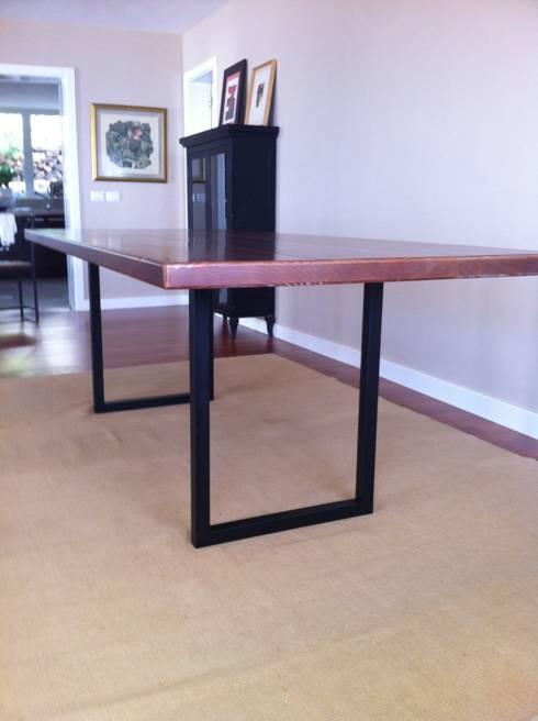 Mesa de comedor estilo industrial: Comedor de estilo  de Tatiana Doria,   Diseño de interiores