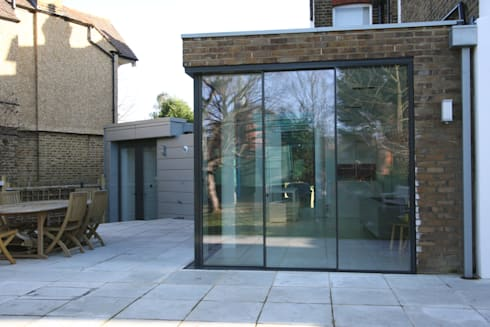 Dovercourt Road Extension: modern Dining room by IQ Glass UK