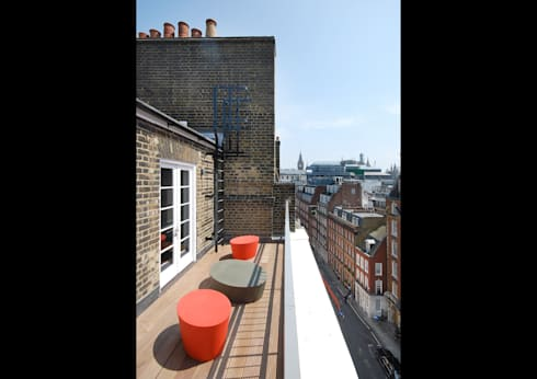 ZDF London—Office & Broadcasting Studios :  Office buildings by ÜberRaum Architects