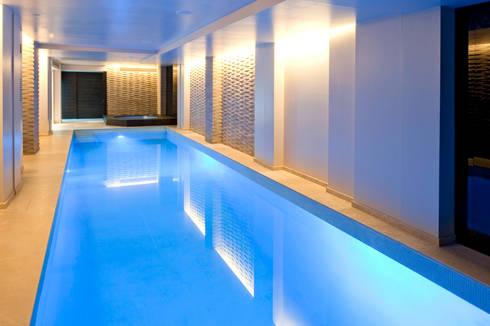 Pool and Spa Renovation: modern Pool by London Swimming Pool Company