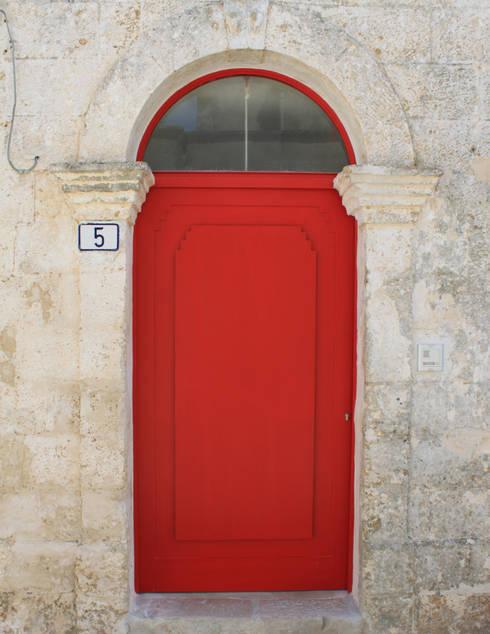 Janelas e portas  por Studio Ricciardi Architetti