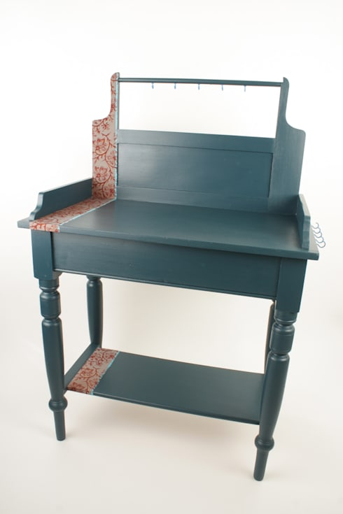 Upcycled vintage washstand:  Living room by Narcissus Road Furniture Design
