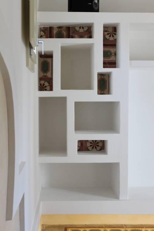 غرفة المعيشة تنفيذ Studio Ricciardi Architetti