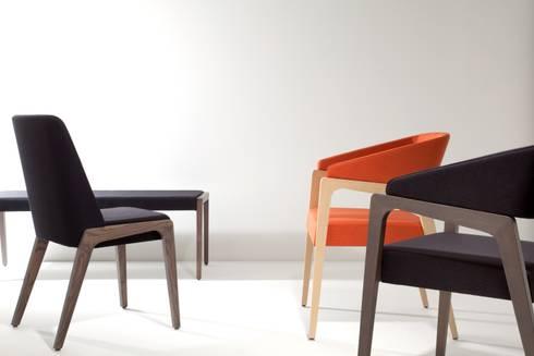 Musa: Soggiorno in stile in stile Moderno di area44 studio