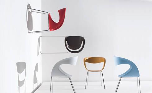 Raff: Soggiorno in stile in stile Moderno di area44 studio