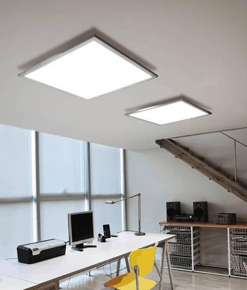 ATENEA REF.A-017: Salas multimedia de estilo moderno de Pujol Iluminacion