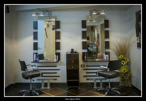 Ma&Co hairstylists:  in stile  di GINO SPERA ARCHITETTO