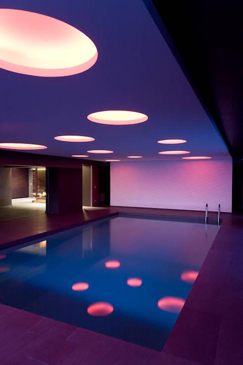 Nero Mediterraneo: Spa in stile  di Cannata&Partners Lighting Design