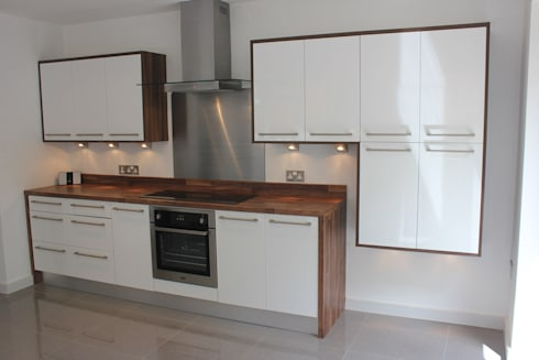 Gloss white wood wrap: modern Kitchen by Hallmark Kitchen Designs