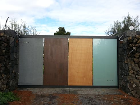 casa A: Case in stile in stile Moderno di grecoarchitetture