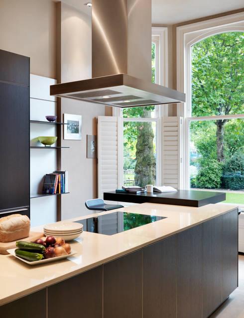 Luxury London apartment : modern Kitchen by Kitchen Architecture