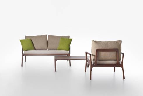 divano, poltrona e tavolino basso linea Mies :  in stile  di ildoppiosegno