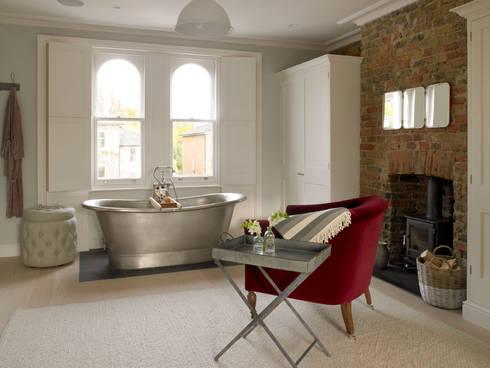 Wimbledon: modern Bedroom by LEIVARS