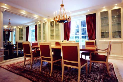 Villa in Monaco: Sala da pranzo in stile  di Scultura & Design S.r.l.