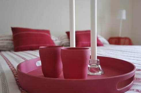 dettaglio camera letto: Casa in stile  di Gabriella Sala   Home Staging & Relooking Specialist