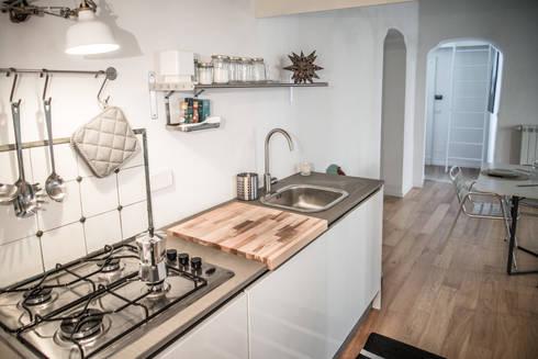 via delle Orfane: Cucina in stile  di con3studio
